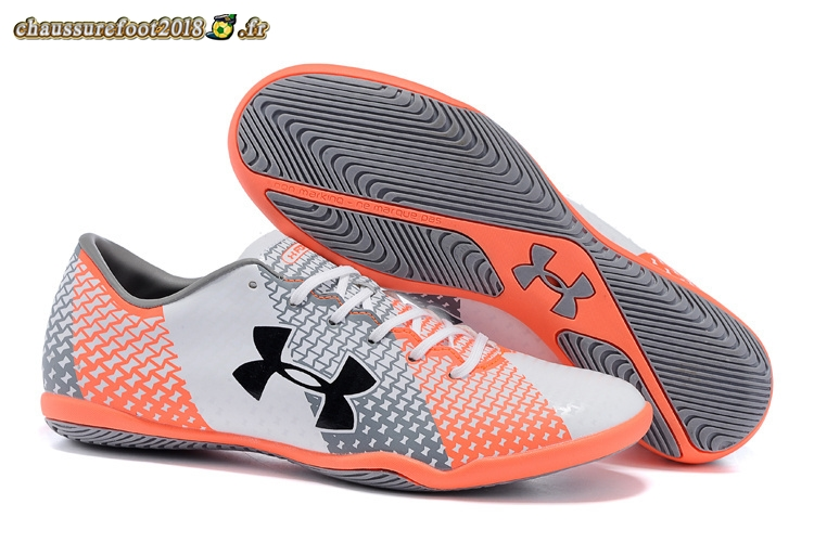 Hot Chaussure Under Armour Clutchfit Force INIC Gris Blanc Rouge - Crampon de Foot