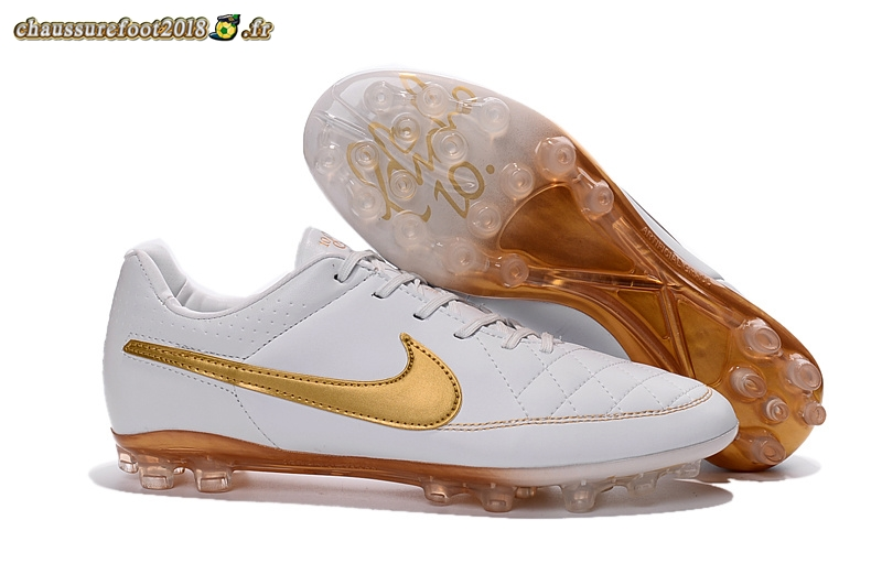 Offres Chaussure Nike Tiempo Legend V AG Blanc Or En Solde