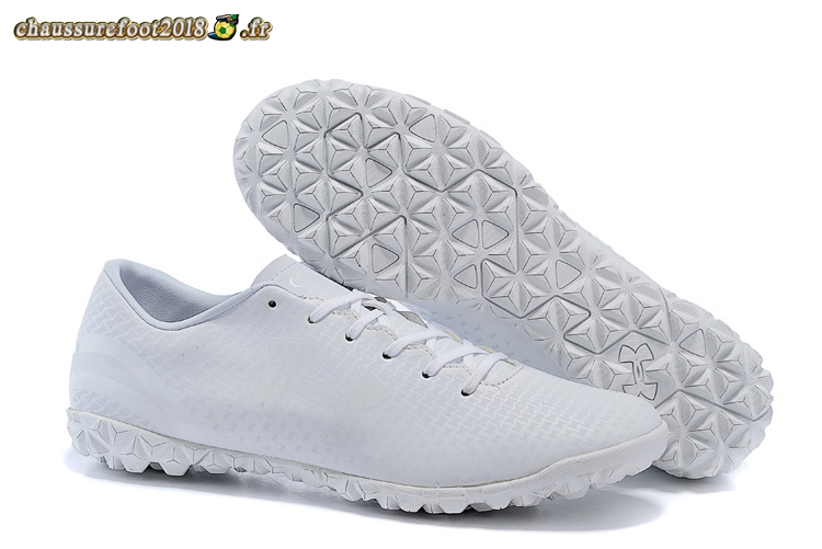 Site Crampons Foot - Chaussure Under Armour Clutchfit Force TF Blanc En Solde